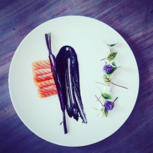 Toque comme un chef - Plat - Saumon et fleurs comestibles