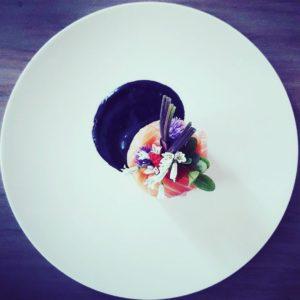 Toque comme un chef - Plat - Assiette carpaccio de saumon et fleurs comestibles
